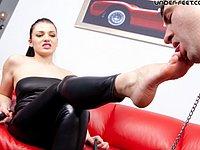 Under Feet :: Russian Foot Domination Club!